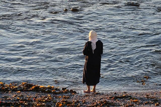 jilbab dan kisah hijrah yang aneh - ayunafamily.com
