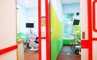 Ruang periksa gigi Medikids Kemang