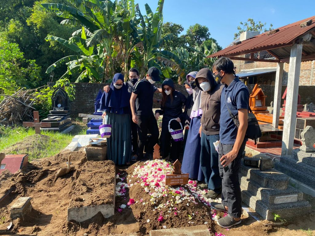 Pemakaman dengan protokol Covid